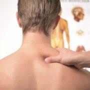 Verspannter Nacken? Diese Übung hilft.