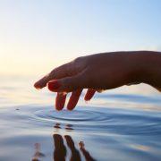 Glücklicher leben: Was wir dafür brauchen