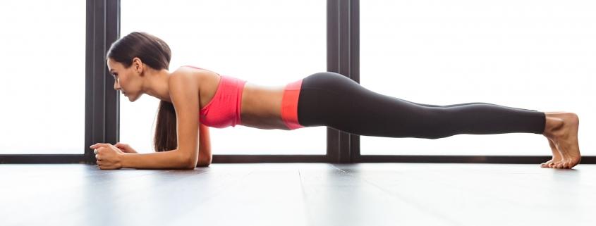 Die effektivste Übung für einen flachen Bauch. Foto: Adobe Stock / Drobot Dean